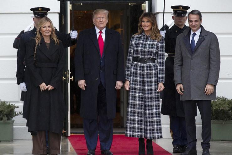 В стиле 70-х: Мелания Трамп в комбинезоне из твида вместо пальто для первого официального выхода в 2020 - фото №1