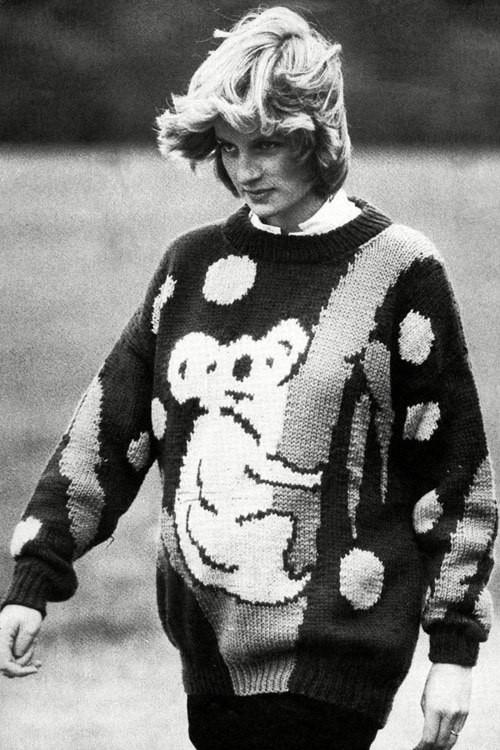 Как стильно носить свитер на примере принцессы Дианы - фото №3