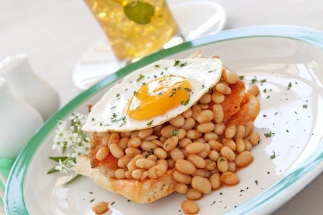 яйца с фасолью