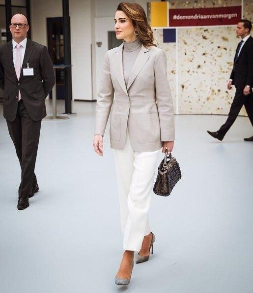 Уроки стиля: королева Иордании, которая не носит хиджаб - фото №2