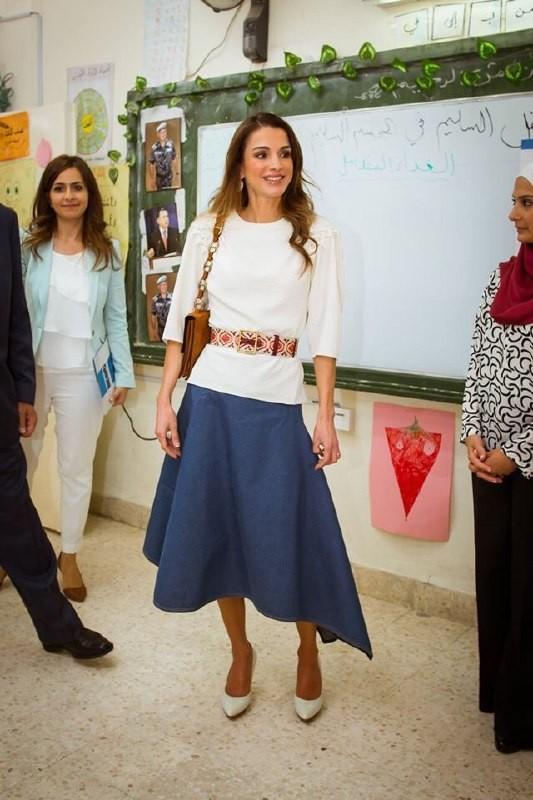 Уроки стиля: королева Иордании, которая не носит хиджаб - фото №11