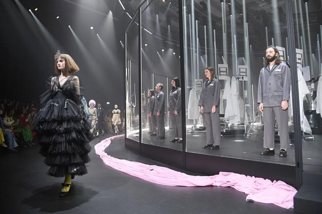 Что скрывается за замочной скважиной: ритуалы и готика в новой коллекции Gucci (ФОТО) - фото №2