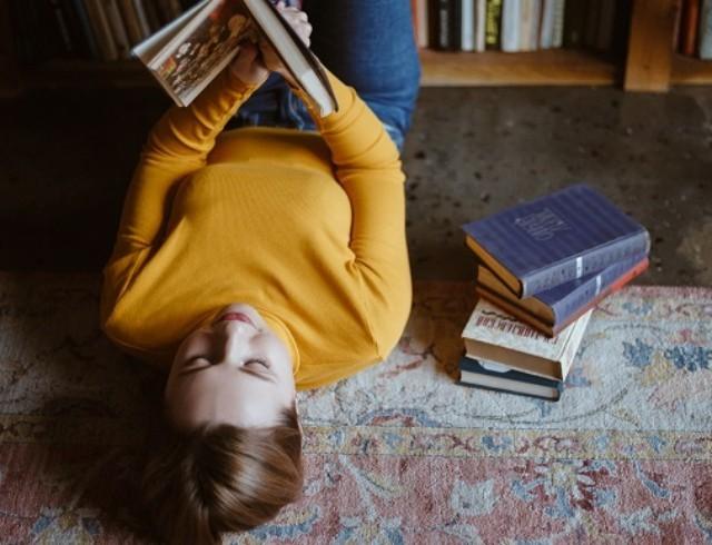 Как написать книгу, которой заинтересуется издательство: авторская колонка Оксении Бурлаки, автора книг для подростков