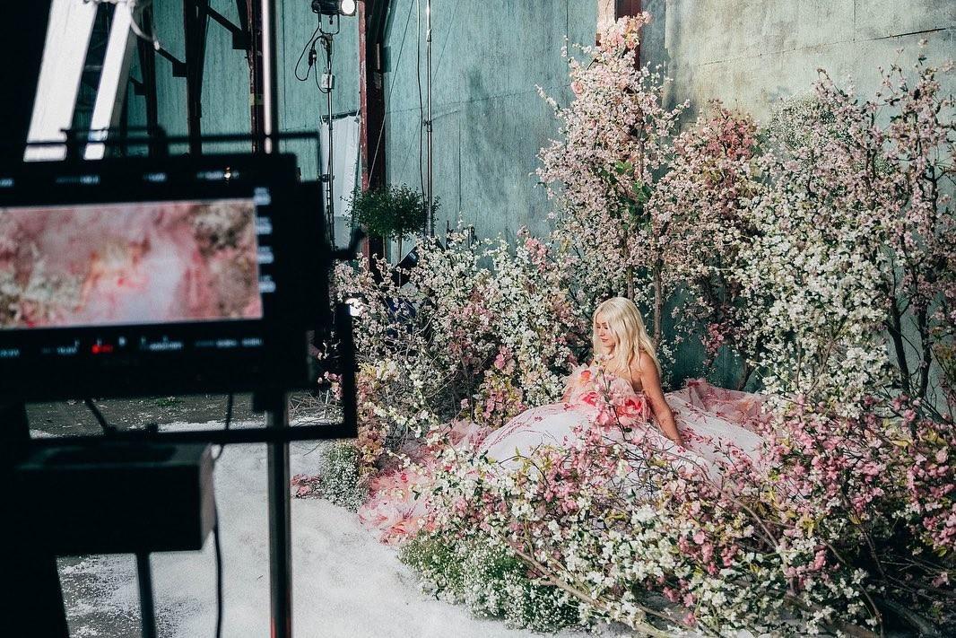 Fall On Me: сильно похудевшая Кристина Агилера представила новый клип (ВИДЕО) - галерея №1 - фото №3
