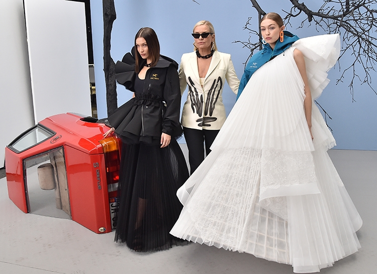 Новая коллекция Off White: Белла и Джиджи Хадид вместе с мамой на подиуме - фото №7