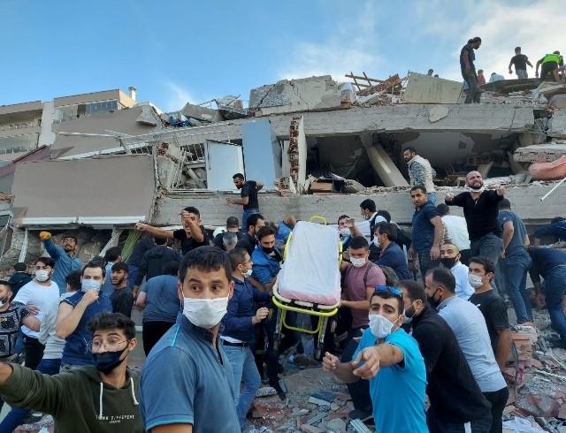Землетрясение в Турции: 419 человек травмированы и 12 погибли (ФОТО+ВИДЕО)