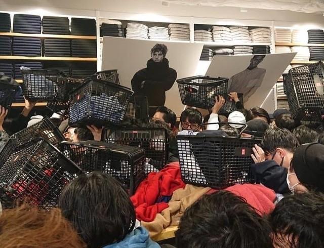 Покупатели разгромили магазин Uniqlo в Токио. В чем причина? (ФОТО)