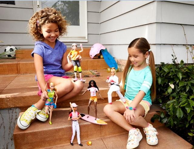Новое исследование показало, что игра в куклы помогает детям развивать эмпатию и навыки обработки социальной информации